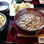 そば和食なごみ - 野菜天そばと海老天の小どんぶり