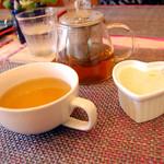 アイアンドアイ カフェ - ランチのハーブティーとスープ