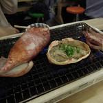 磯丸水産 - イカ磯丸焼と蟹味噌甲羅焼