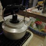 磯丸水産 - 熱燗、やりすぎると沸騰してしまいます