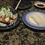 がってん寿司 - サーモンアボガド252円と函館真イカ189円