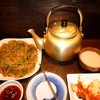 慶州 - 料理写真:青唐辛子チヂミ \900 とマッコリ(やかん!!)