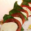 ムルソーセカンドクラブ - 料理写真:トマトとモッツァレラのコンビネーション ¥1500