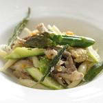 ピアッティ カステリーナ - 料理写真:自家製パスタ ホロホロ鶏の白ワイン煮込み