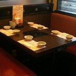 鍋ぞう - 4人掛けテーブルのボックス席。