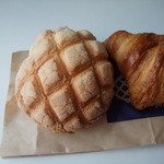メロンパンファクトリー - プレーンメロンパンとクロワッサン