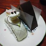 柏水堂 - 看板メニューの『プードル』とチョコレートのケーキ