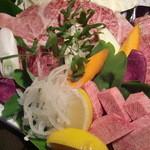 石垣島きたうち牧場 - 料理写真:おいしいお肉を少しずつ♪『おまかせ特上盛』8,600円→7,700円!
