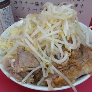ラーメン二郎 - 料理写真:小豚入り(800円)ヤサイニンニク