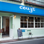 COUZT CAFE - 青い屋根が目印