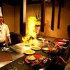 ステーキ円山 - 料理写真:目の前で調理する鉄板焼レストラン
