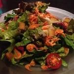 13253887 - 野菜たっぷりサラダ。葉っぱが新鮮でドレッシングもさっぱりしてて食べやすかったです。