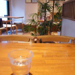 志むら - 2階と3階は喫茶室。落ち着いた雰囲気です♪
