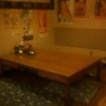 酔磨銭(すいません) - 手前座敷左側テーブルの写真です。右にも座敷スペース、テーブルがあります