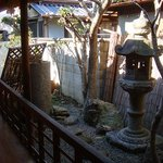 ロカシカカフェ - お店奥には、風情たっぷりのお庭もあります