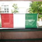 セントベーネ - 窓にはイタリア国旗が・・