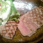 13387615 - ステーキの断面はピンク色。レアな焼き加減です。