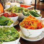 清泉寮新館レストラン - 料理写真:朝食ブュッフェの様子です。