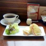 珈琲らくだ屋 - ハムとチーズのサンドセット500円
