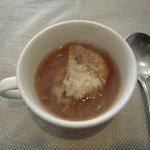 1348205 - メインの前に、オニオングラタンスープ