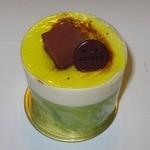 アドリア洋菓子店 - ・「バナナ&キャラメルムース」。