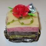 アドリア洋菓子店 - ・「ラズベリームース&ショコラスポンジ」。