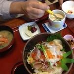 大漁丸 - 漁師丼セット980円