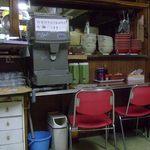 山香食堂 - カウンターの佇まい 山香さんの歴史を感じる
