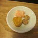 喫茶室 きっさこ - サービスのお茶請け~カワイイw