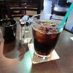 タウンスクエア コーヒー ロースターズ - 梅雨に入って少しじめじめとした日だったんでコーヒーはアイスコーヒーにしていただきました