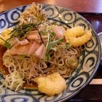 そば料理うおけい - ぶっかけ蕎麦。冷えた蕎麦にプリプリの皮むき海老天が食べやすく出汁もいい味で美味しいです!!