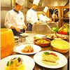 グラスコート - 料理写真:ライブキッチンではシェフが目の前で調理、出来立てアツアツを!!