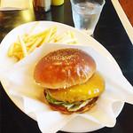 ゴールデンブラウン - ハンバーガーたしか900円くらい。