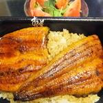13622709 - 「正規」の「容器」に入ったうな丼弁当です!