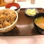 1363632 - 牛丼(並) 味噌汁 卵