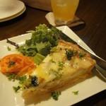 トライシクルカフェ - 魚介と玄米のドリア風キッシュ(500円)