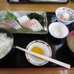 ぴんぴんや ゆたか丸 - 刺身定食