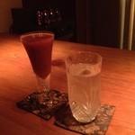 Bar 山水 - 苺カクテルと麦焼酎