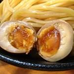 麺や つとむ - つけ麺、半熟味付け卵