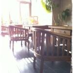 Cafe de RocoMoco - 何時間でもいたくなるおしゃれな家具と広い店内