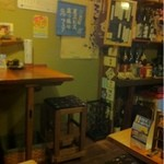 はんなり祇園 - こじんまりした店内だがお客さん同士の距離も近いし、お店の方との距離も近いのが良い◎