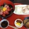 佳倉  - 料理写真:マグロ丼+唐揚げのセット(850円)