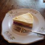 Tea Room ピース堂 - ケーキセット(ラズベリーチーズケーキ)