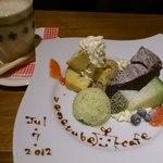 13773637 - デザート:バナナのパウンドケーキ ガトーショコラ キュウリのアイス