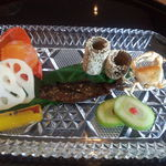 雲海 - 前菜各種。 ホオズキの中にあるのは卵黄です。