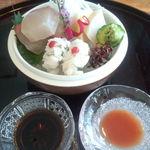 雲海 - ハマチ、ホタテの刺身と鱧の湯引き。