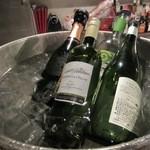 タパタパ - 私の席の前のワインがあったんで「今日は飲まずに帰ろう!」と決めてた心が折れて結局代行で帰る事になりました。