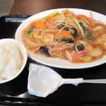 舞鶴麺飯店 - 五目あんかけ皿うどん650円。+50円で小ご飯を付けました。他に+50円で大盛り、+50円で杏仁豆腐のOP有り。