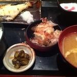 炉端焼 魚然 - 本日の焼魚とマグロ山かけ定食 ¥780