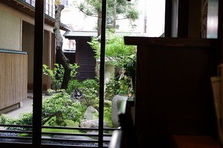 宝生寿し - カウンターから見えた庭